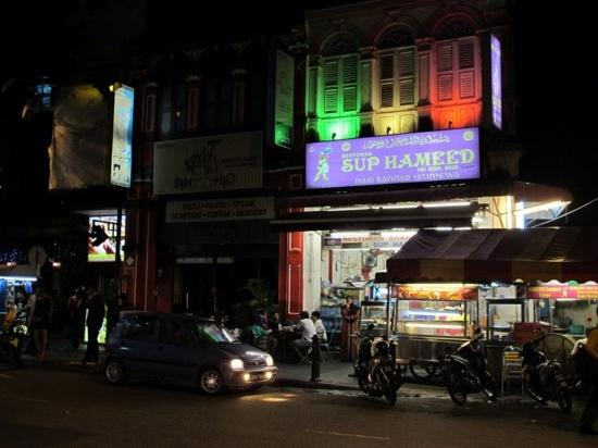 Cititel Penang: Main street outside Cititel hotel