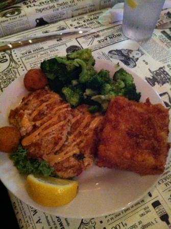 Palmetto Oyster House: crab cakes! fried Mac n Cheese!!!!
