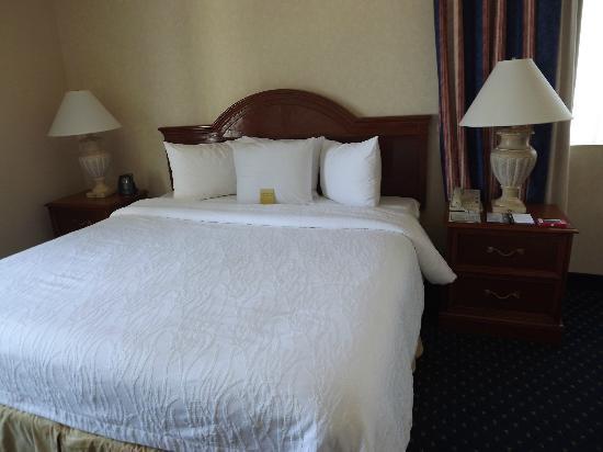 Hilton Garden Inn Charlotte Uptown: Comfy bed!!