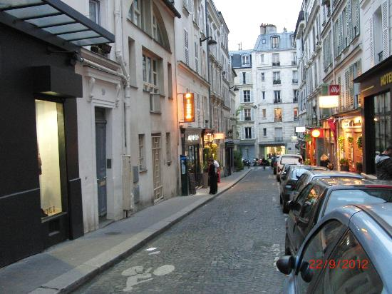 Hotel Audran: rue audran con i ristoranti-pizzeria italiani