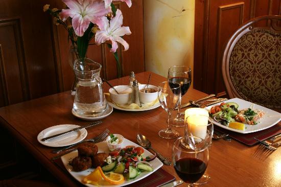 Bush Hotel Dining Experience