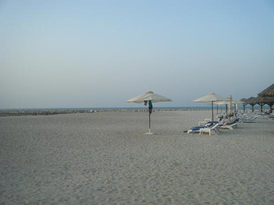 Hilton Ras Al Khaimah Resort & Spa: Beach behind main pool