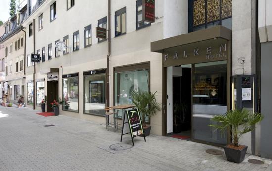 Hotel Falken - Luzern: Hotel Front view