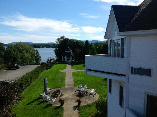 The Wolfeboro Inn: Vue sur le lac à partir du balcon de la chambre