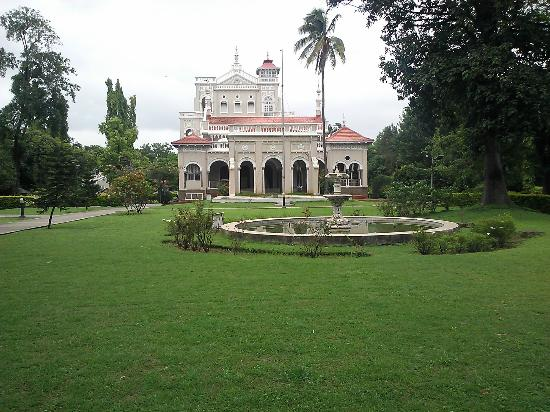 Aga Khan Palace: Front view of the palace