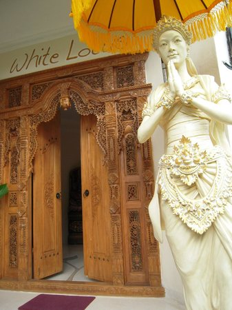 White Lotus Yoga & Meditation Centre: entrance