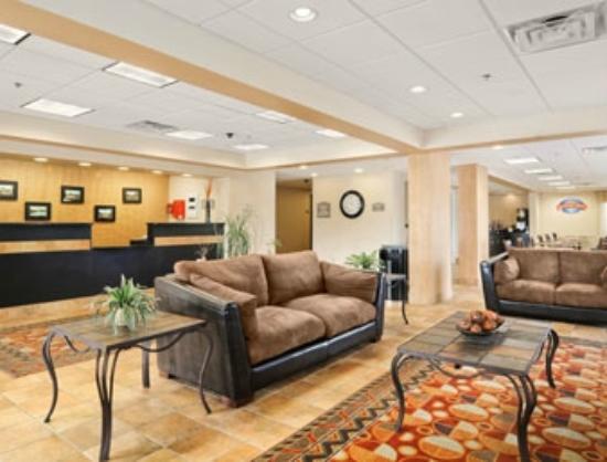 Baymont Inn & Suites Cornelia: Lobby