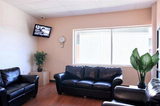 Residence and Conference Centre - Oakville: Lounges