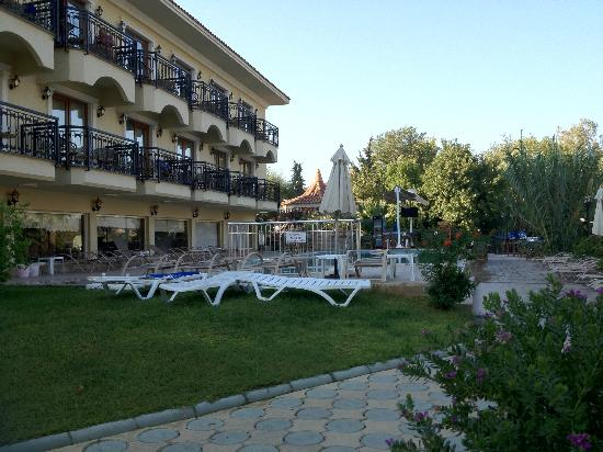 Dalyan Tezcan Hotel: Pool side