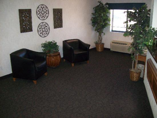 Baymont Inn & Suites Dexter: Lobby