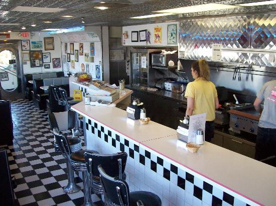 Baymont Inn & Suites Dexter: Penny's Diner