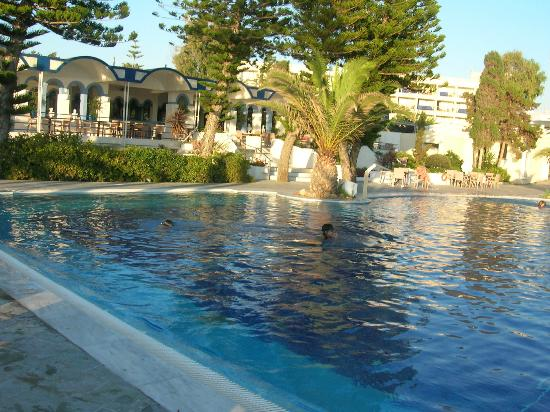 Robinson Club Kyllini Beach: piscina di fronte al bar