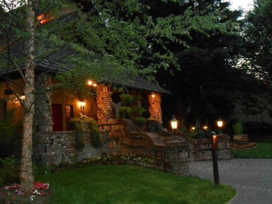 Harvest Inn by Charlie Palmer: lobby, bar area