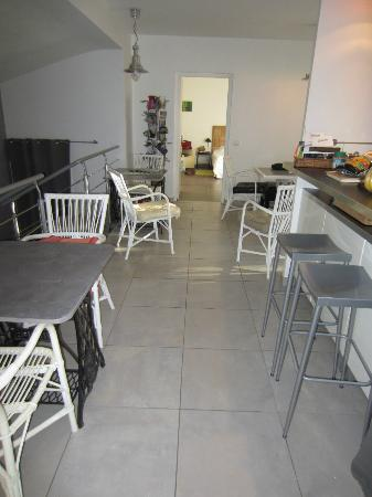 L'Oustalet: la salle à manger et cuisine commune