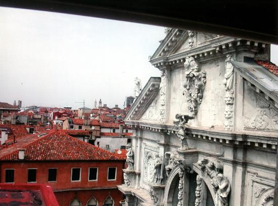 Bauer Palazzo: dal balcone la Chiesa di San Moisè ...