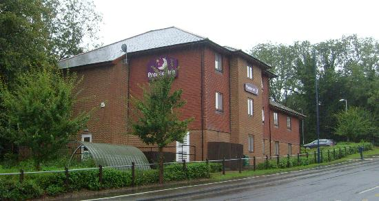 Premier Inn Portsmouth (Horndean) Hotel: Easy to spot from street...