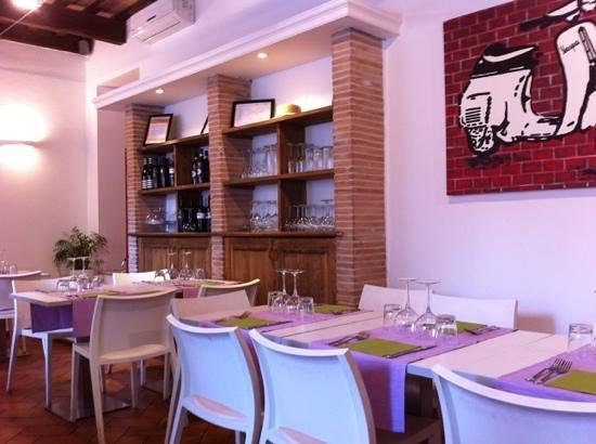Osteria Benaco: L'interno del locale