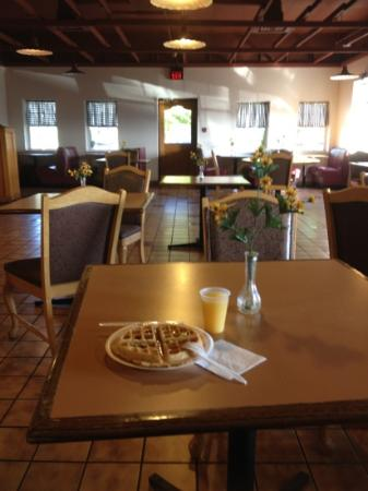 Comfort Inn & Suites: Free Breakfast Room