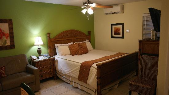 Tropical Beach Resorts: Bedroom