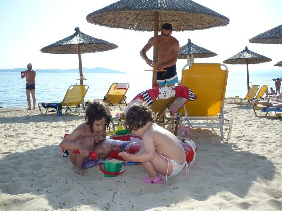 Akrathos Beach Hotel: beach
