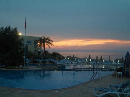 TUI Family Life Sirenis Aura : Coucher de soleil et piscine