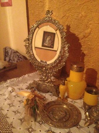 Villa il Poggio: Detail from White Room