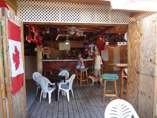 Grand Colony Island Villas: Wing Bar run by a great couple from Calgary