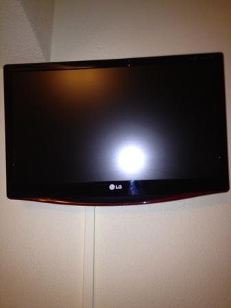 Hostal Mari: flat screen telly in our room