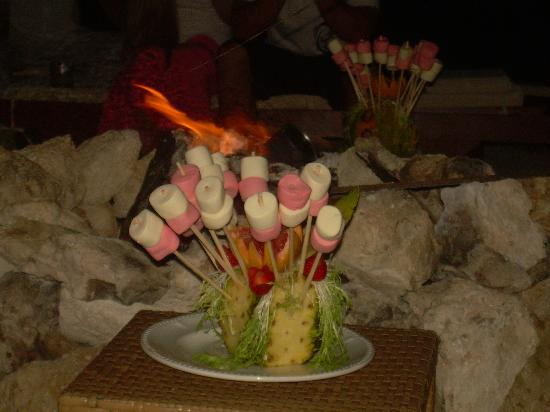 Beloved Playa Mujeres: Roasting marshmallows
