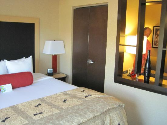 Cambria Hotel & Suites: Nice, comfortable bed