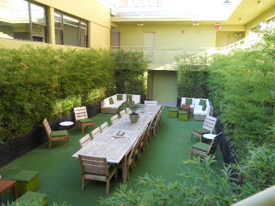 Cachet Boutique: Courtyard Common Area