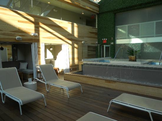 Cachet Boutique: Common Hot Tub Area