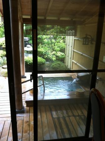 Kaikatei Hanagozen: 部屋からみた露天風呂