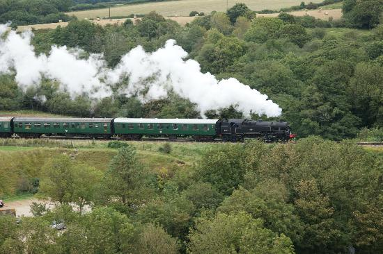 A Great Escape Guest House: Steam Train view from Corfe Castle