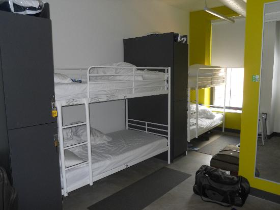 Hostelling International - Boston: Premium Male Dorm (sleeps 4)