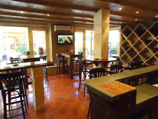 La Cave a Vin - Wine Bar Tapas: BAR LAS TERRENAS LA CAVE A VIN