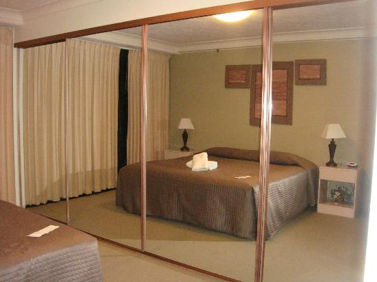 Surfers Century Apartments: the double room