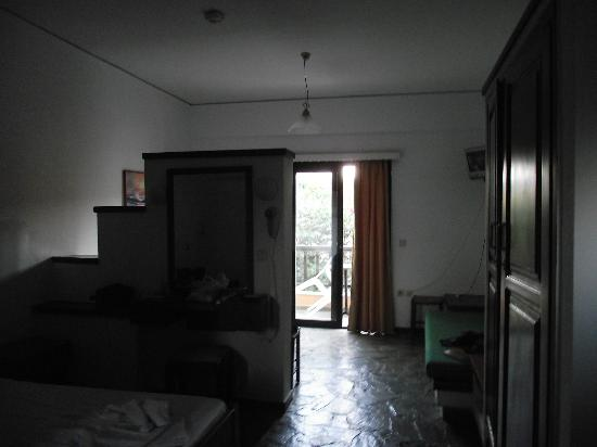 Hotel Pergamos Village : The nice room with stone floor