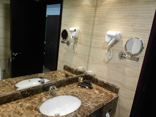 Marmara Hotel Apartments: Bathroom