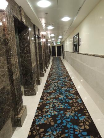 Marmara Hotel Apartments: Guest Corridor