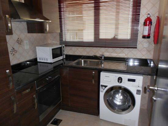 Marmara Hotel Apartments: Kitchen