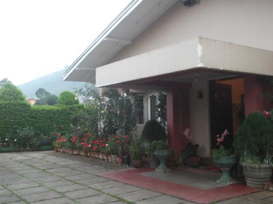 Glen Fall Resort: Hotel Entrance