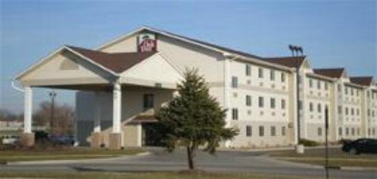 Oak Tree Inn Clinton: Hotel Exterior