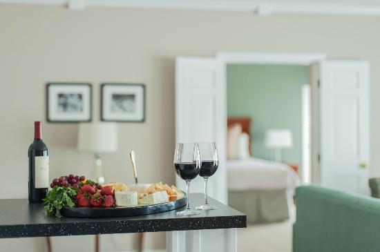 Cohasset Harbor Resort: Executive Suite