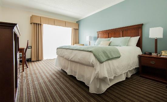 Cohasset Harbor Resort: Harborside Deluxe King Room