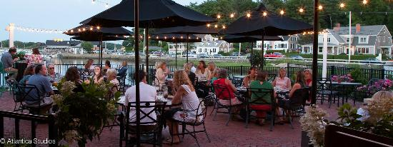 Cohasset Harbor Resort: Patio Dining