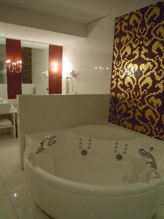 Hotel Palazzo Failla: La favolosa vasca idromassaggio