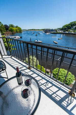 Cohasset Harbor Resort: Harborside Balcony