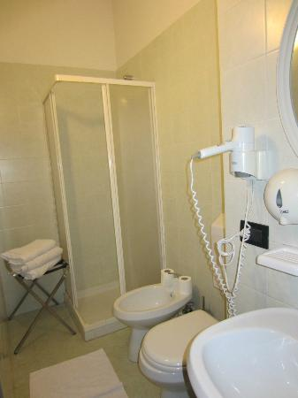 Hotel San Marino - Laglio: Geräumiges Bad