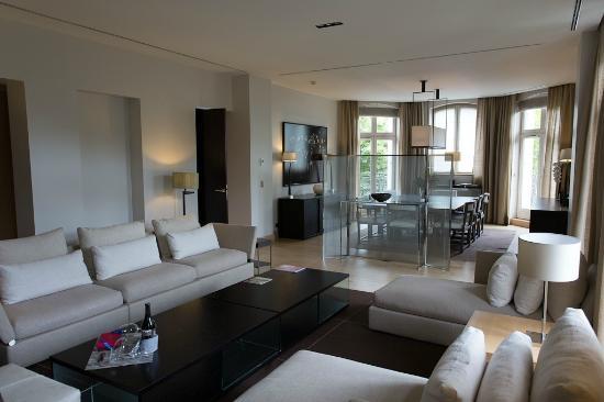 La Reserve Paris - Apartments: Living room